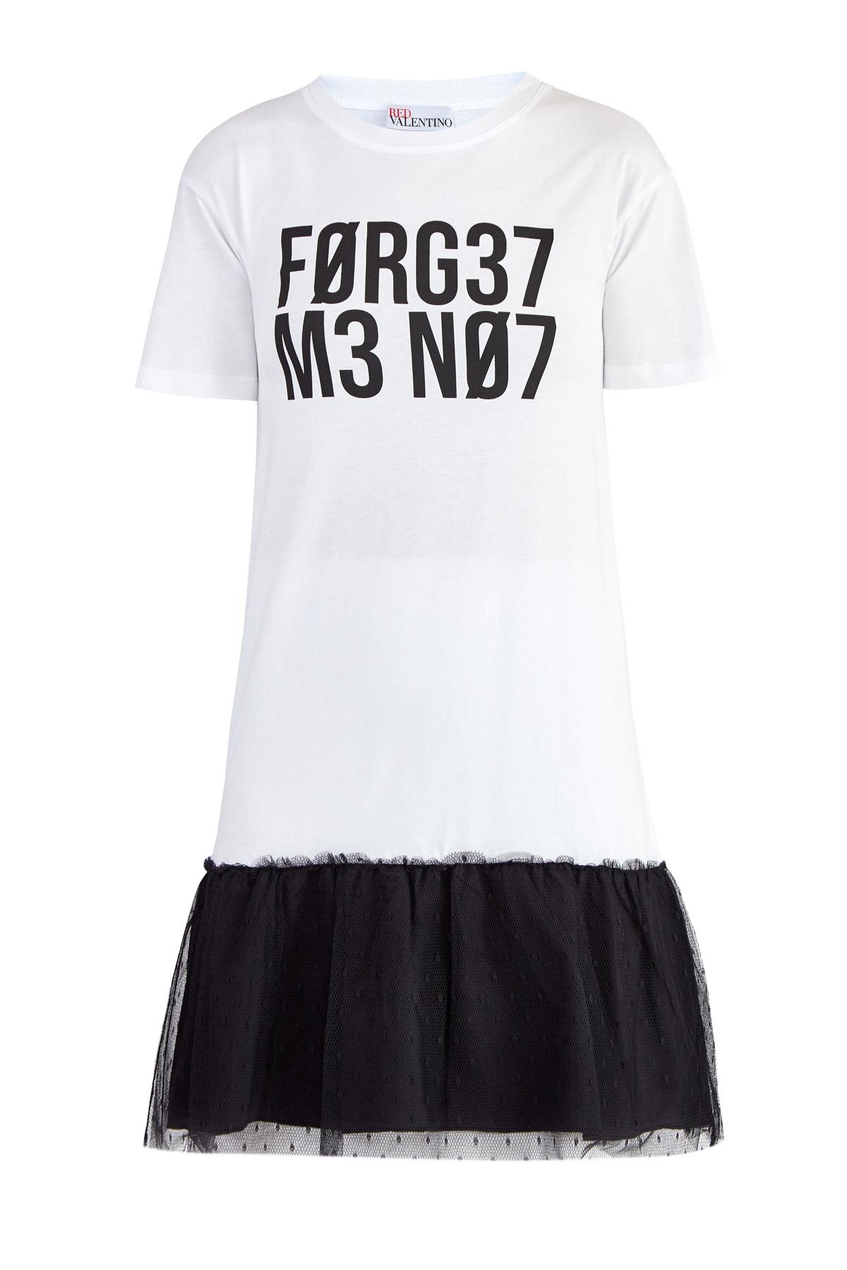 Платье-футболка с отрезным подолом и зашифрованным принтом