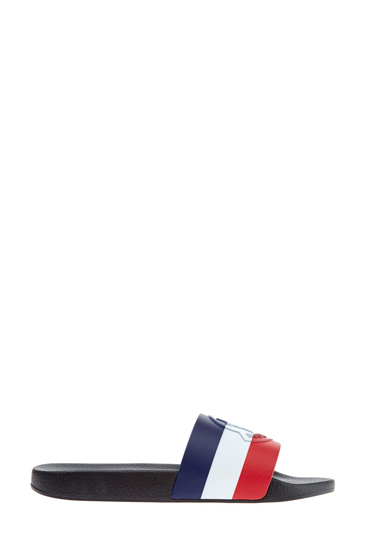 Купить со скидкой Шлепанцы в фирменной трехцветной гамме с рельефным логотипом