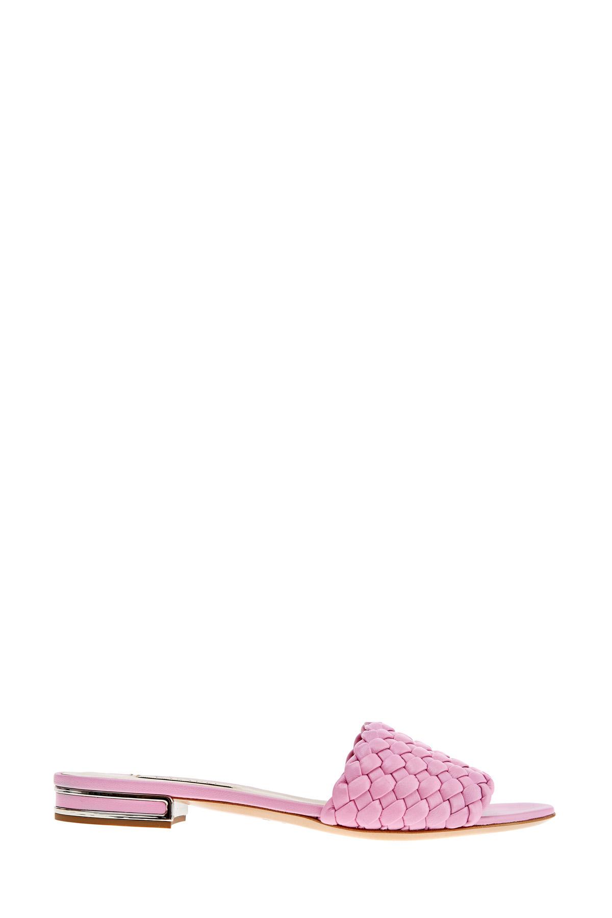 Шлепанцы с эффектом плетения и металлической отделкой на каблуке