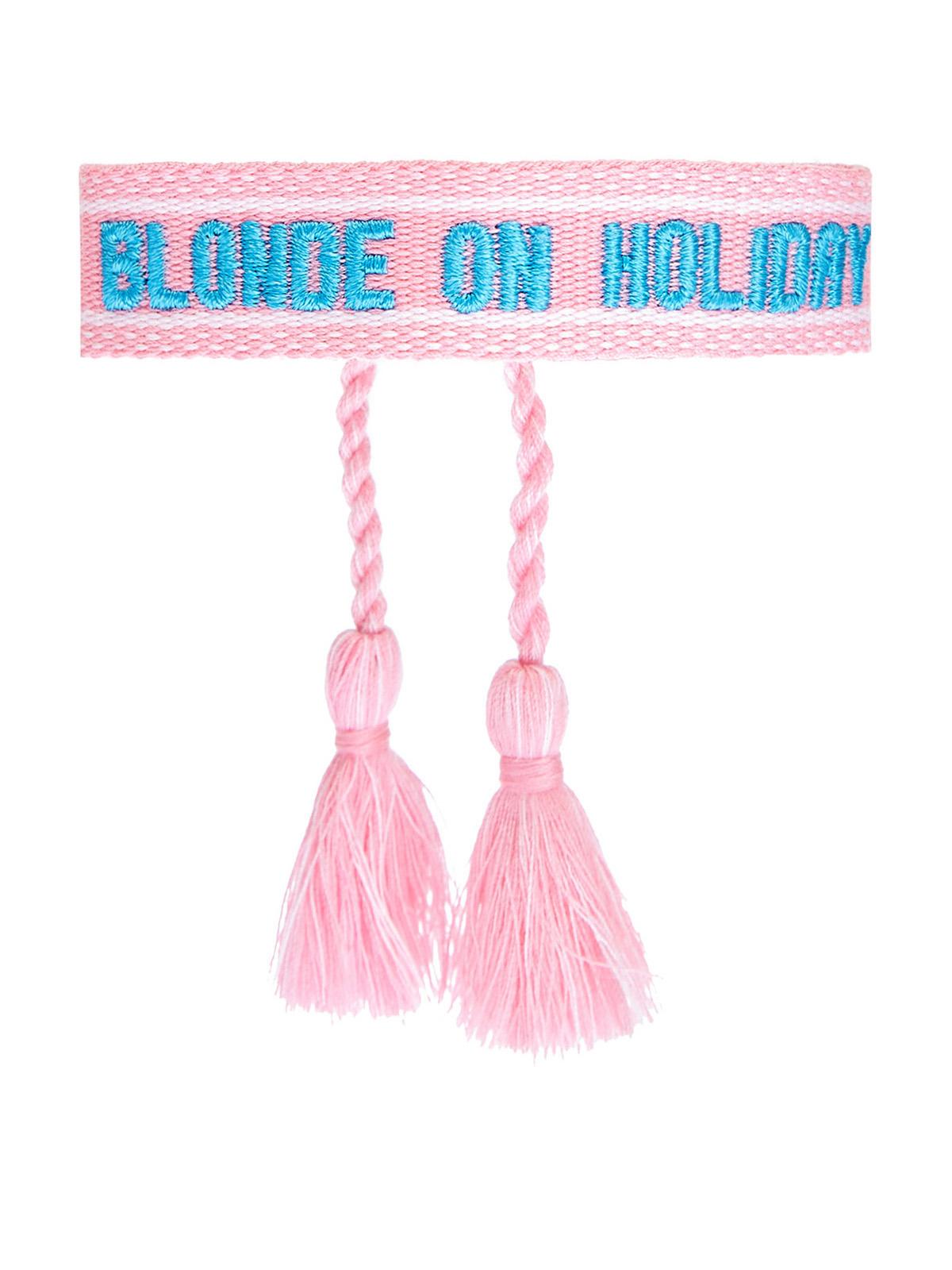 Плетеный браслет с вышитым принтом