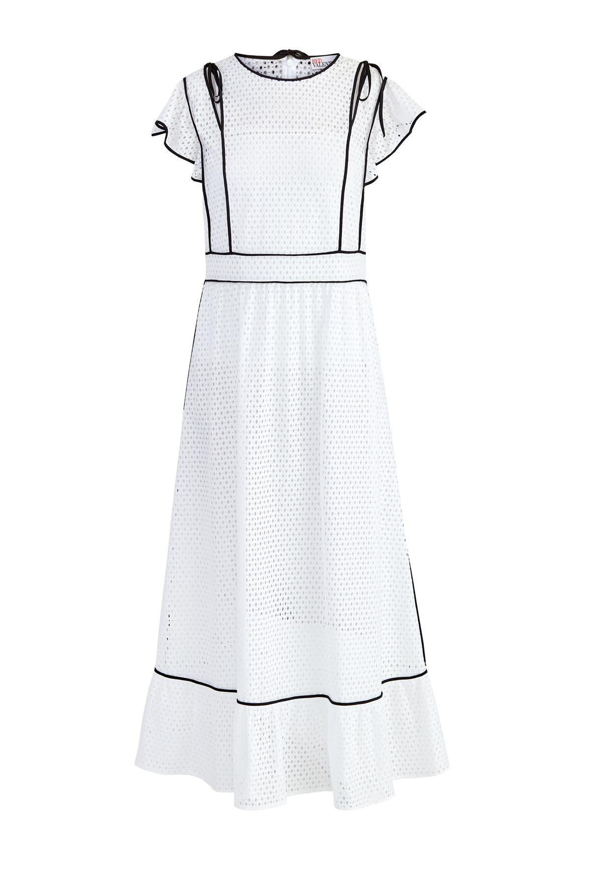 Платье в романтическом стиле из ажурной ткани с рукавами-оборками