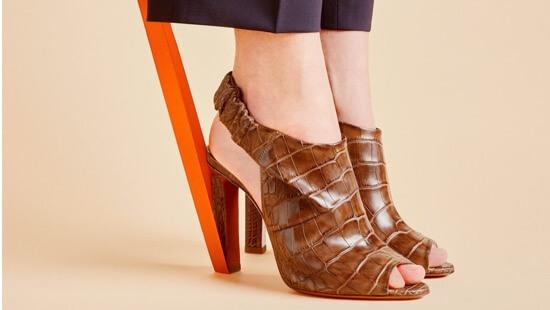 901ce583c Культурное наследие мастерства и итальянского совершенства отчетливо  просматриваются в аксессуарах и обуви бренда Santoni, основанного в 1975  году.