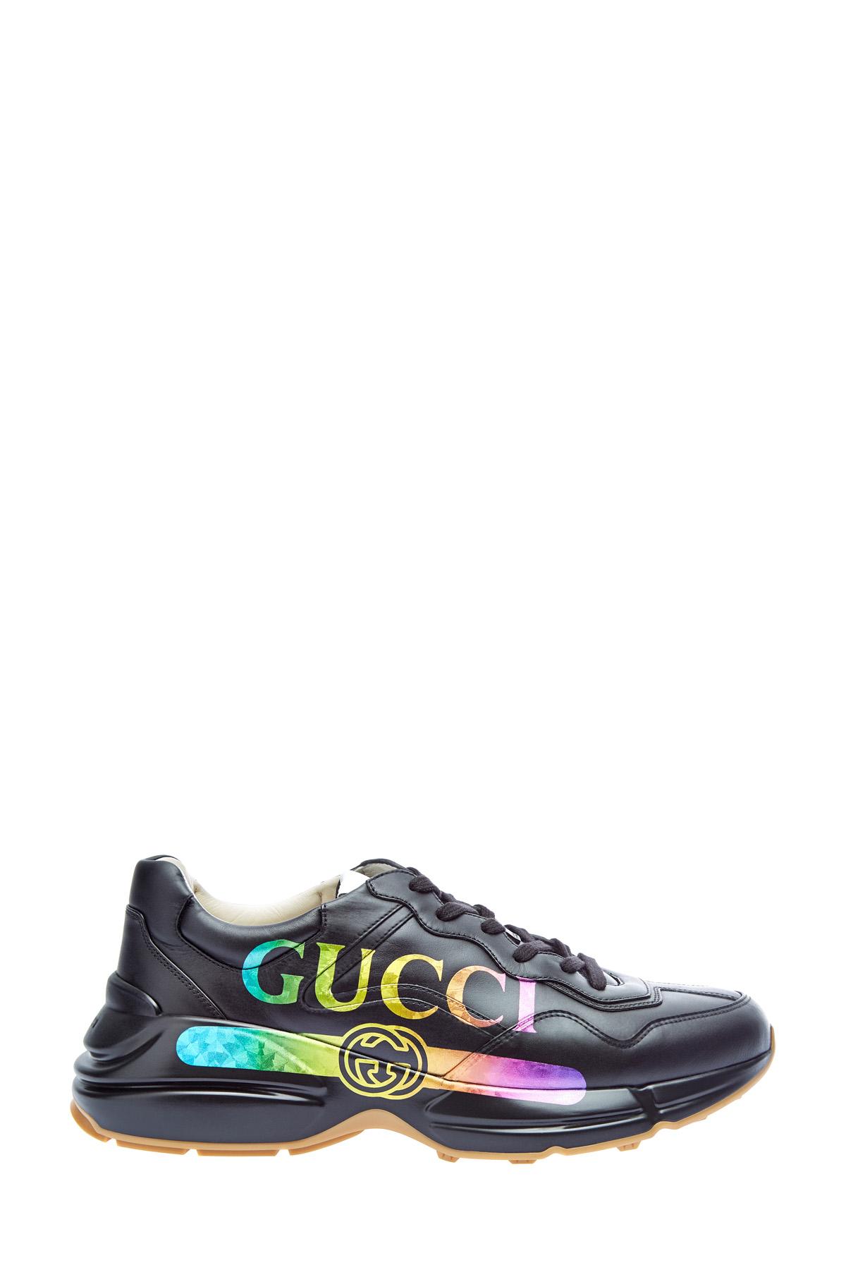 Кроссовки в стиле 80-х с переливающимся логотипом фото