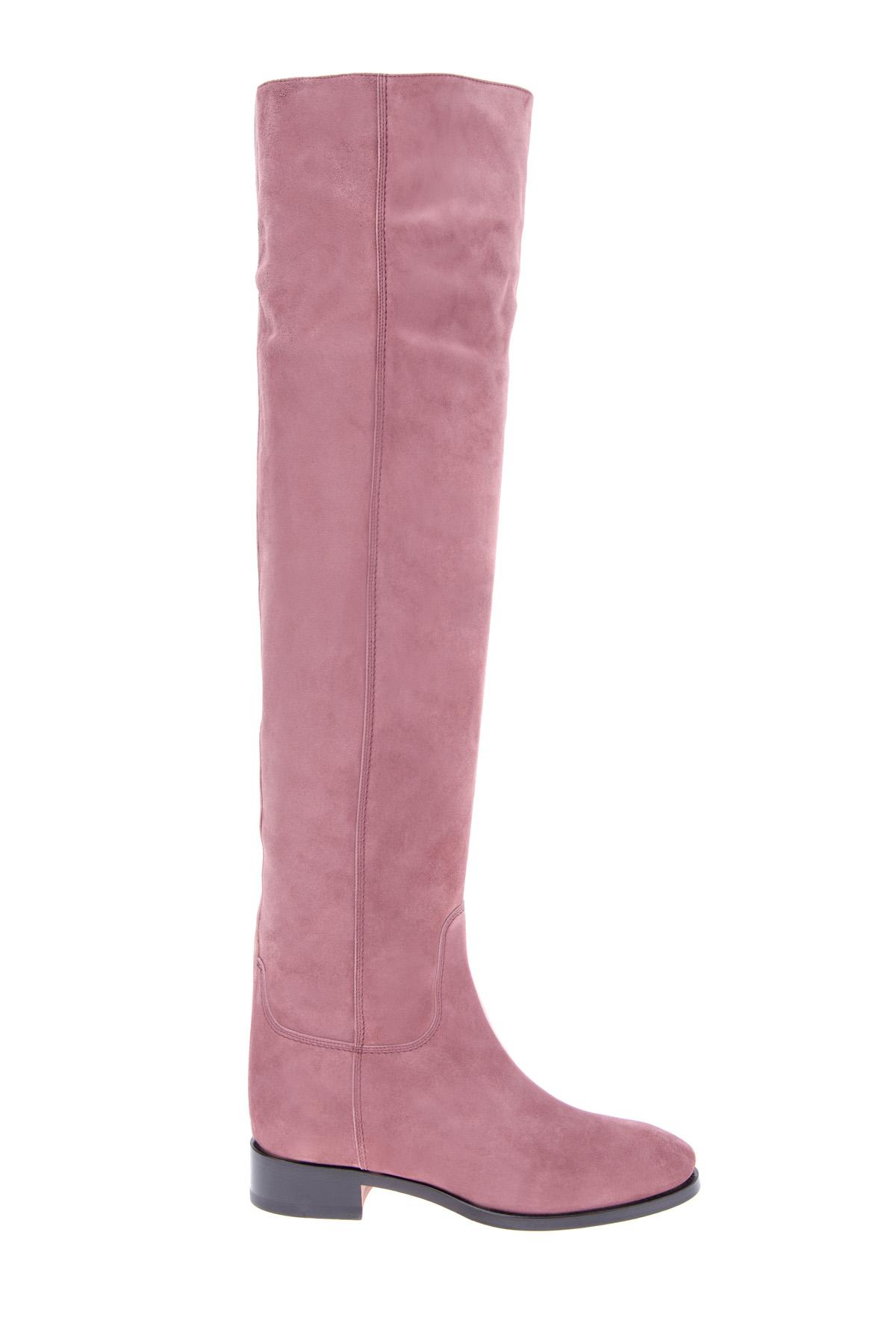 Ботфорты из замши розового тона с плотной контрастной подошвой